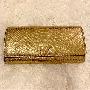 🌟 Michael Kors Gold Snakeskin Turnlock Wallet 🌟